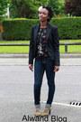 Jeans-blazer-blouse-heels