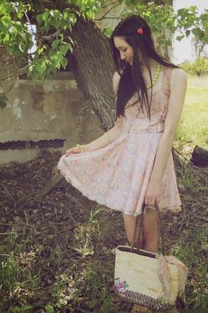 tan Alyssa Nicole bag - light pink Alyssa Nicole dress