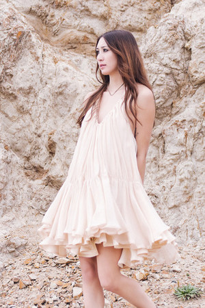 neutral silk Alyssa Nicole dress - silver necklace
