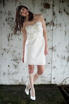 white vintage heels - cream Alyssa Nicole dress