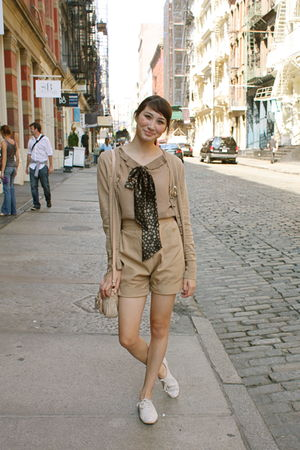 beige high waisted Alyssa Nicole shorts - brown tied as a bow Alyssa Nicole acce