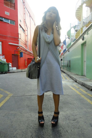 gray Eating Zombie local vest - blue Eating Zombie local dress - black Zara shoe