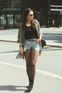 Creepers-tuk-shoes-loose-second-hand-shirt-vintage-denim-levis-shorts