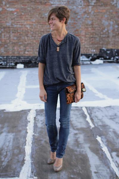 gray shirt - jeans - bronze leopard print bag - tan snake print Target heels