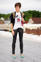 white mickey mouse t-shirt - red bag - neutral leopard print cardigan