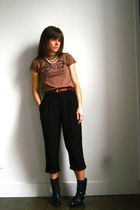 vintage boots - vintage belt - Etsy t-shirt - thrifted pants