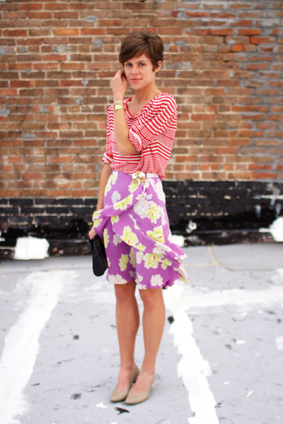 violet floral banana republic skirt - black bag - neutral heels