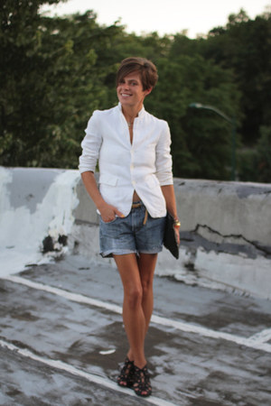 white vintage blazer - black bag - Levis shorts - black Call it Spring sandals