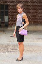 black skirt - periwinkle bag - heather gray t-shirt - black pumps