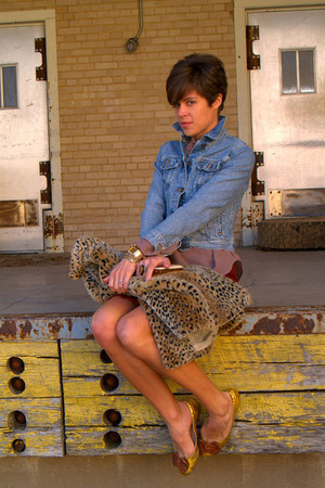 neutral leopard print vest - light blue Levis jacket - tan blouse