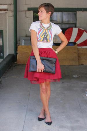 silver instapparel t-shirt - black bag - black flats - brick red Gap skirt