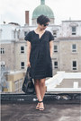 Black-muji-dress-black-zara-sandals