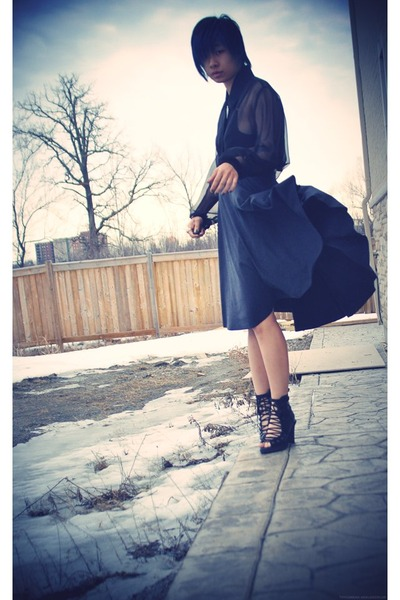 black shirt - gray skirt - black shoes