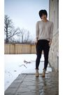Beige-shirt-black-pants-beige-shoes