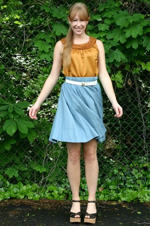 gold Kolhs top - ivory gold lion vintage belt - light blue unknown skirt