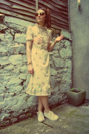 off white midi vintage dress - eggshell flatforms River Island sneakers