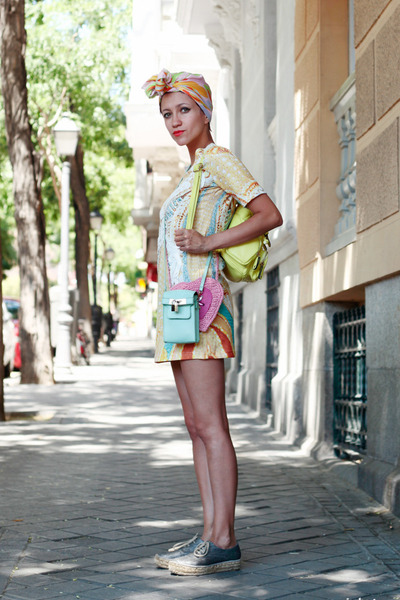 aquamarine Now I Style bag - light yellow Chicwish dress