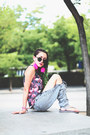 Heather-gray-ripped-diy-jeans-hot-pink-kaotiko-t-shirt