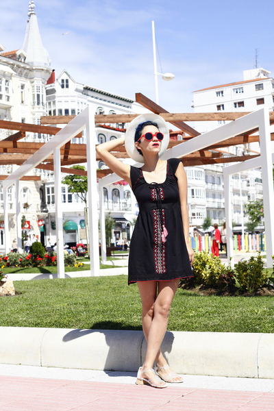 black thrifted dress - red giant vintage sunglasses - white Chicwish sandals