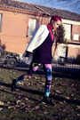 Purple-we-love-colors-leggings-black-reebook-sneakers
