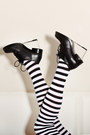 White-stripes-we-love-colors-tights-black-modekungen-shoes