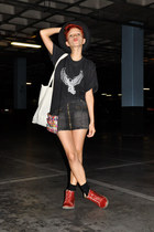 brick red pikolinos shoes - black Harley Davidson shirt
