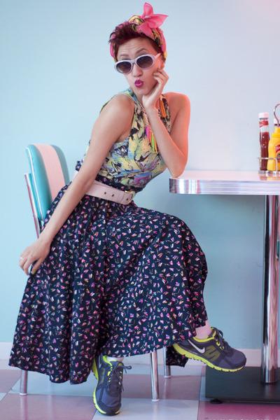 navy vintage skirt - hot pink as turban H&M scarf