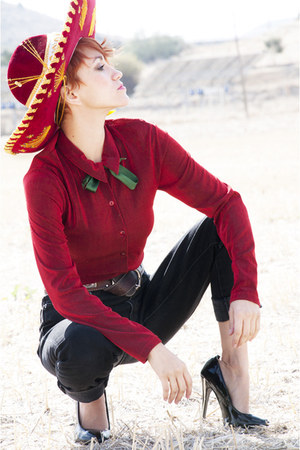 maroon mexican hat - black Pepe Jeans jeans - ruby red vintage blouse