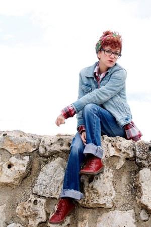 brick red pikolinos shoes - navy Levis jeans - sky blue denim Gap jacket