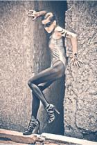 black BLANCO heels - heather gray American Apparel bodysuit