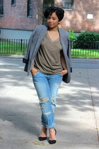 army green v-neck Forever21 t-shirt - light blue boyfriend jeans Zara jeans