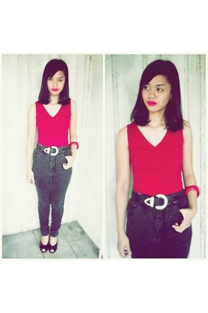 red Esprit top - black palomino jeans - black Nine West heels