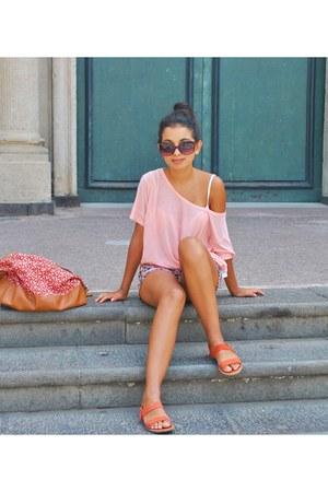 pink pull&bear shorts - light pink tezenis shirt - red benetton bag