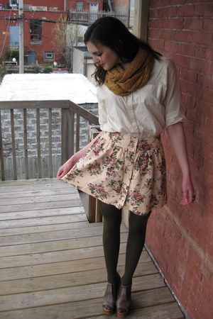 camel circle modcloth scarf - cream modcloth blouse - light pink floral Forever