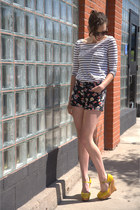 black floral print Forever 21 shorts - black floral modcloth sunglasses - white