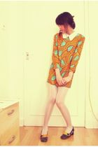 orange dress - silver Mary Quant tights - blue shoes