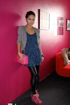 black leggings - pink shoes - pink -
