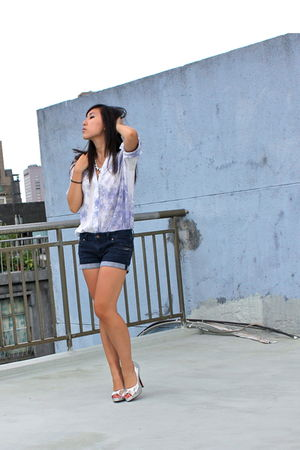 blue 187 blouse - blue Forever 21 shorts - silver shoes - silver Purr necklace