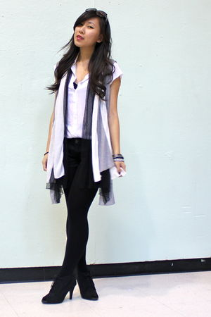 gray IMaxine cardigan - black shorts - black Shoran shoes - white top - black Ce