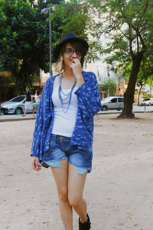 turquoise blue zerozen cardigan - black c&a hat - blue South shorts
