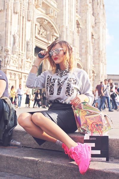 bubble gum Bershka bag - hot pink nike sneakers - black Zara skirt