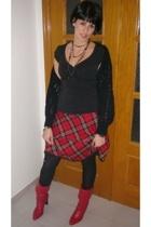 BLANCO skirt - H&M necklace - Shellys boots - Primark blazer - Stradivarius vest
