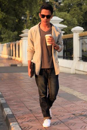 tira jeans blazer - Lee Cooper jeans - H&M sunglasses - giordano t-shirt