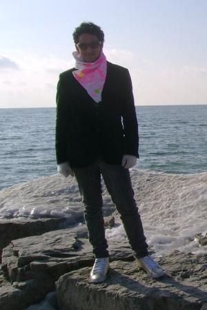 Ray Ban glasses - Pnei Mgico scarf - H&M blazer - H&M gloves - AMP jeans - H&M s
