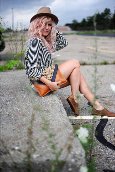wink and winn bag - Urban Outfitters hat - BDG shorts - olukai flats