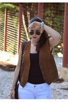 white Stradivarius jeans - black pull&bear bag - gold ray-ban sunglasses