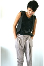 Black-top-gray-vest-beige-pants-black-shoes