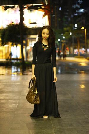 black Louis Vuitton bag