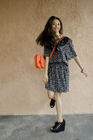 navy dress - light orange bag
