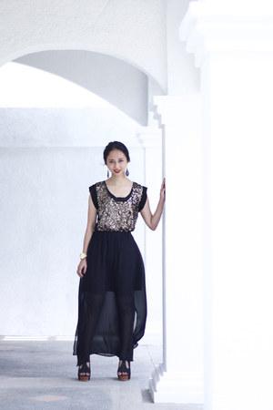 black Uniqlo skirt